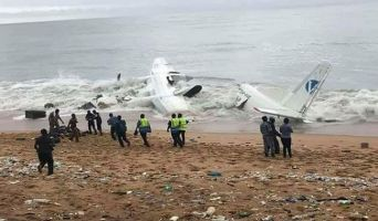 At least four people were killed in an air crash, crashed into the sea near Ivory Coast.