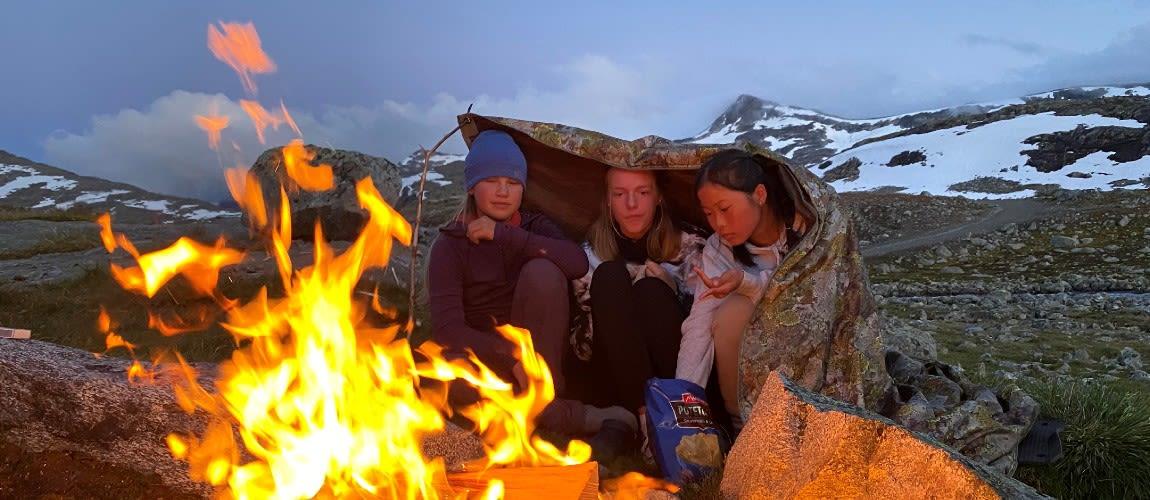 Linn Therese Helgesen (15) feirer etter å ha blitt Norges yngste som har besteget 337 fjell i Norge over 2000 meter