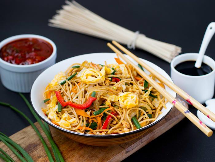 Whole Wheat Chicken Hakka Noodles