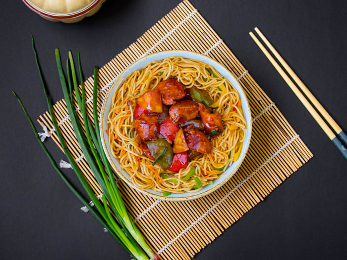 Chilli Chicken Hakka Noodles