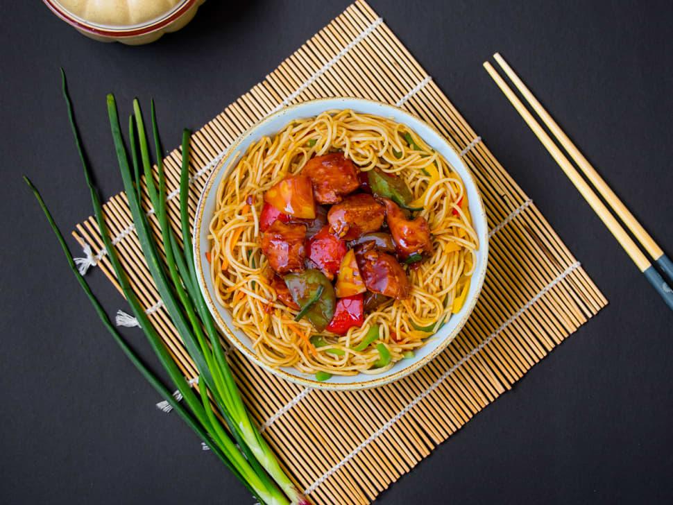 Chilli Chicken Hakka Noodles