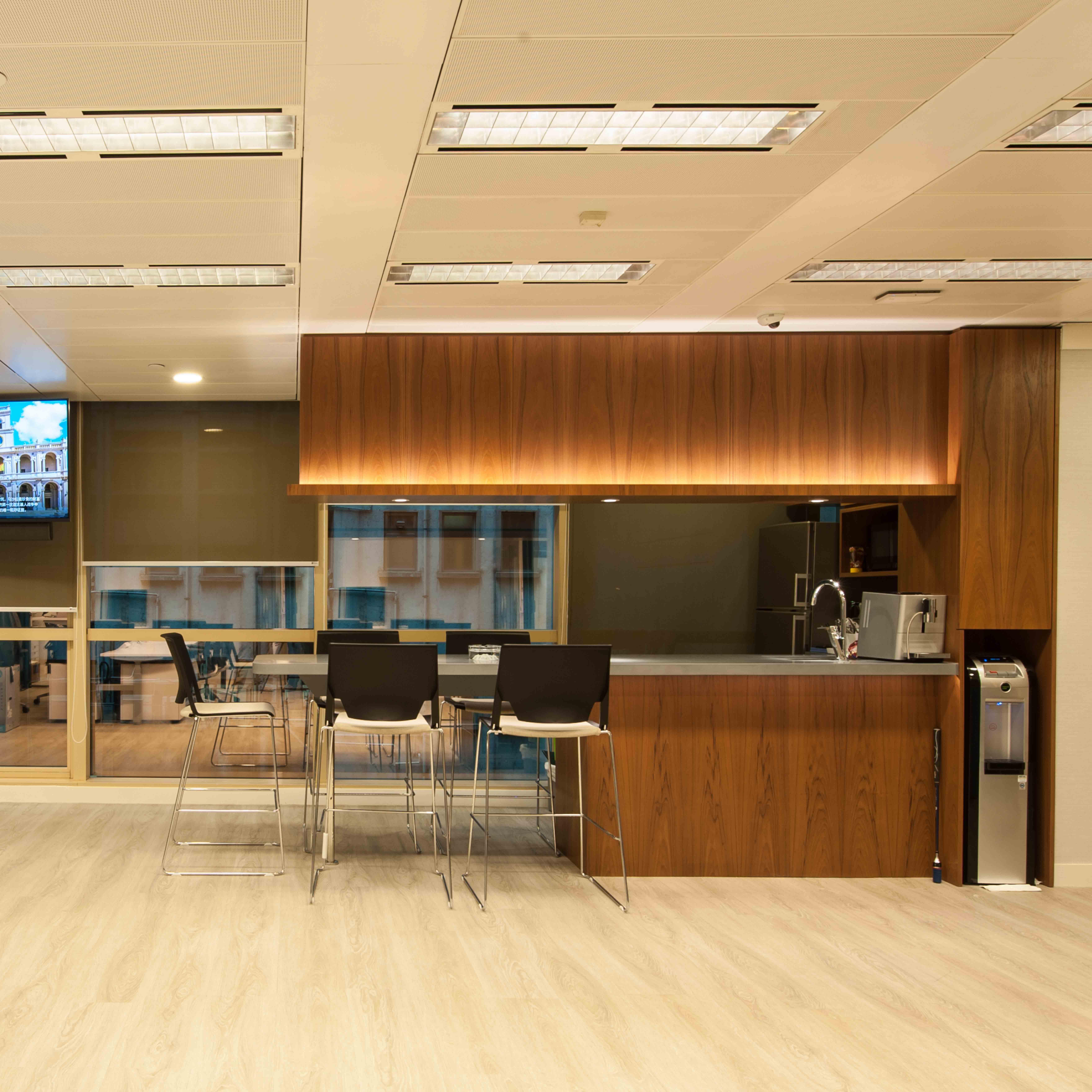 茶水間變酒吧區 成為員工客人的休閒空間