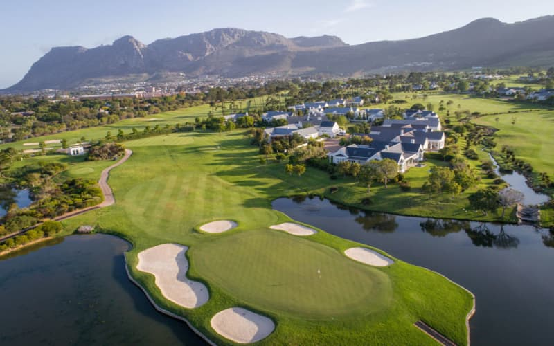 STEENBERG GOLF CLUB - 4 Ball 9 Hole Special Offer - R1 349!