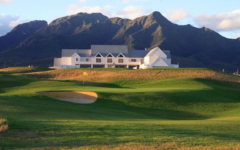 KINGSWOOD GOLF ESTATE: 4-Ball deal + Carts - Just R1 599!
