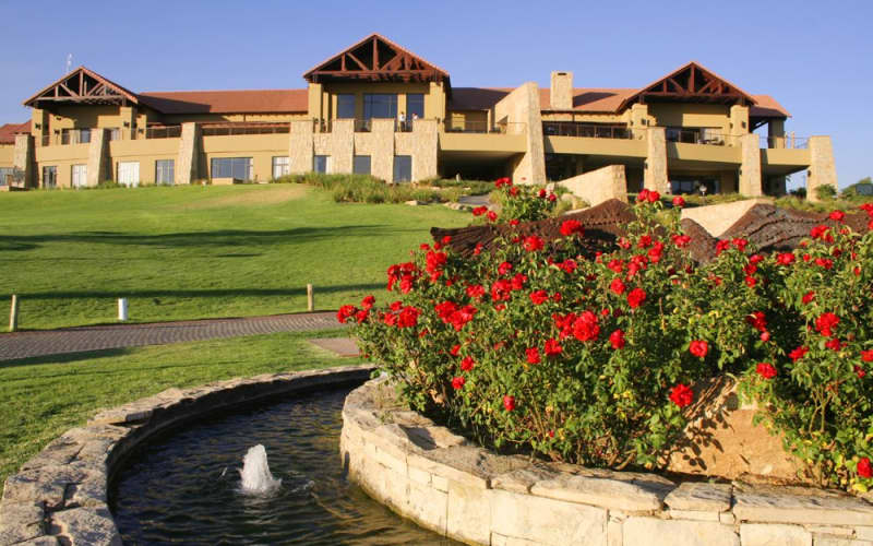 Eagle Canyon Country Club: 2-Ball deal for only R419!