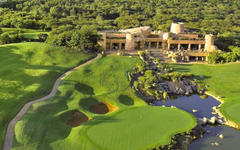 2020 add-on 1 Round of Golf (18 Holes) at The Lost City Golf Course just R799!