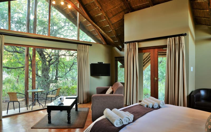 BLACK RHINO GAME LODGE: 1 Night for 2 people + Meals & Game Drives ONLY R3 999 pn!