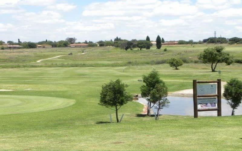 Bronkhorstspruit Golf Club- 4 Ball + 2 Carts for only R929!