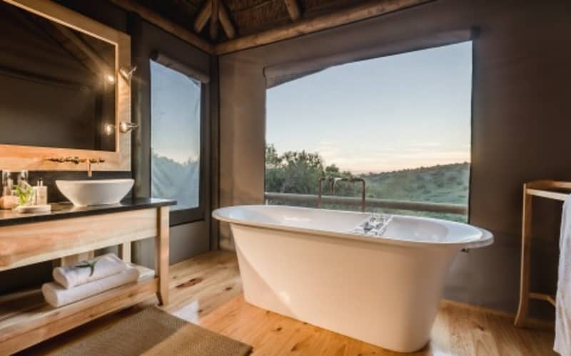 Amakahla BUKELA Game Lodge - 1 Night Luxury Stay for 2 + All Meals + 2 Game Drives - R5 839 pn!