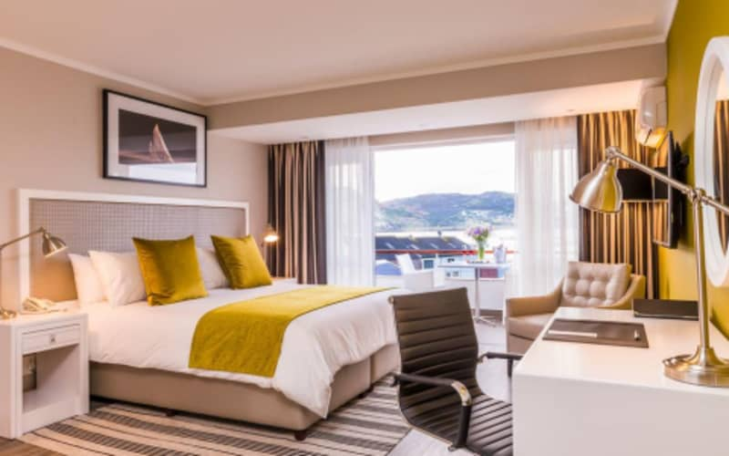 BLACK FRIDAY-Simon's Town Quayside Hotel: 1 Night Sea Facing stay for 2 People + Breakfast  from R1 039 p/n!