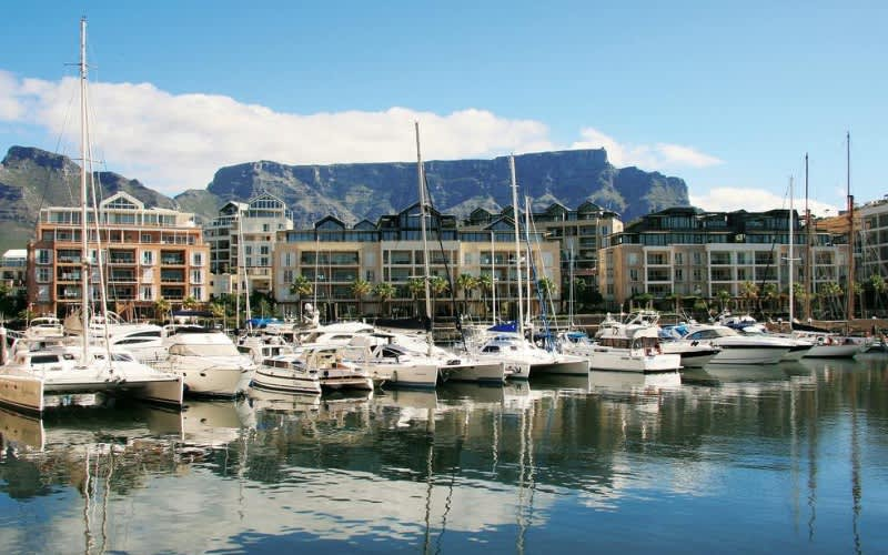 THE WATERFRONT VILLAGE, Cape Town - 3 Nights for 4 persons in a Luxury Two Bedroom Apartment for only R1 999 per night!