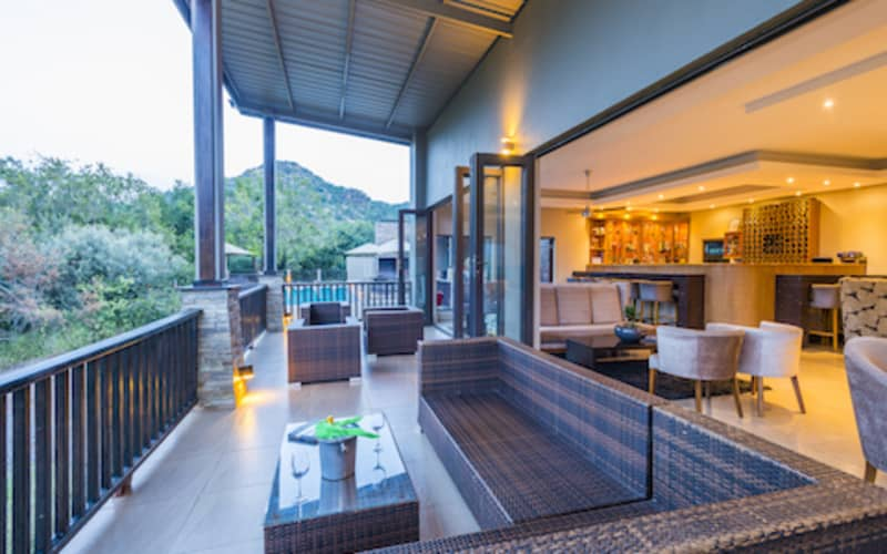 Shepherd's Tree Game Lodge: 1 Night WEEKEND Luxury Stay for 2 People + Meals & 2 Game Drives!