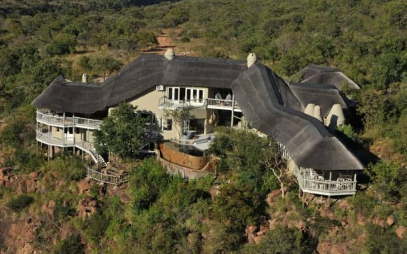 CLIFFTOP EXCLUSIVE SAFARI: 2 Night WEEKEND Stay for 2 + Meals & 2 Game Safaris daily!