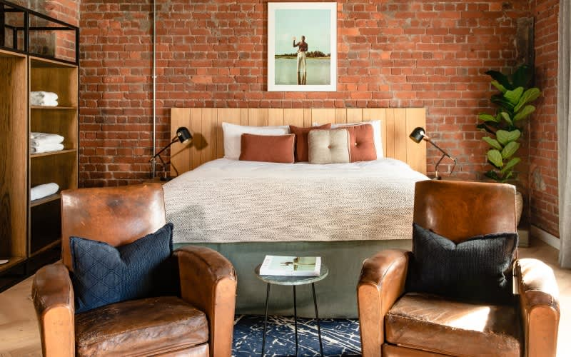 OLD FOUNDRY HOTEL: 1 Night Stay for 2 people incl Breakfast + 45min Golf Lesson + 1 Round of Golf at Clovelly Country Club with a Golf Pro