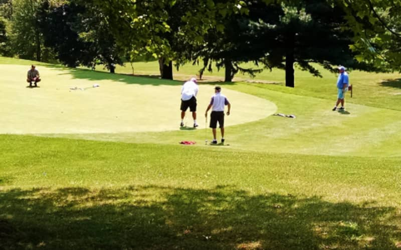Reading Country Club: 2-Ball Deal Including Carts for just R939!