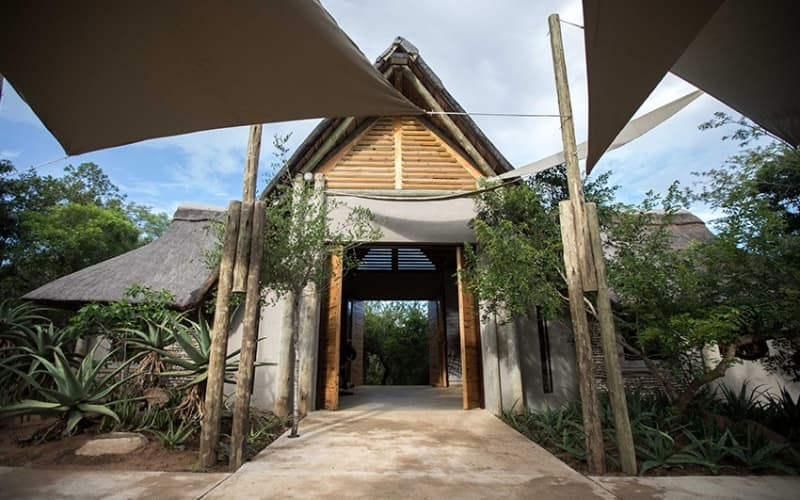 ROYAL THONGA SAFARI LODGE: Tembe Elephant Park- 1 Night stay for 2/4 adults + All Meals & Game Drive!
