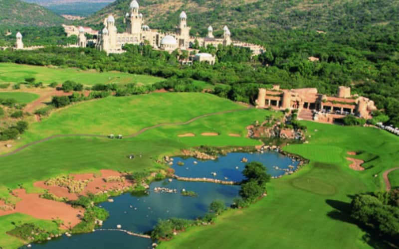 LOST CITY GOLF COURSE: 2-Ball deal INCLUDING CARTS for just R1 799!