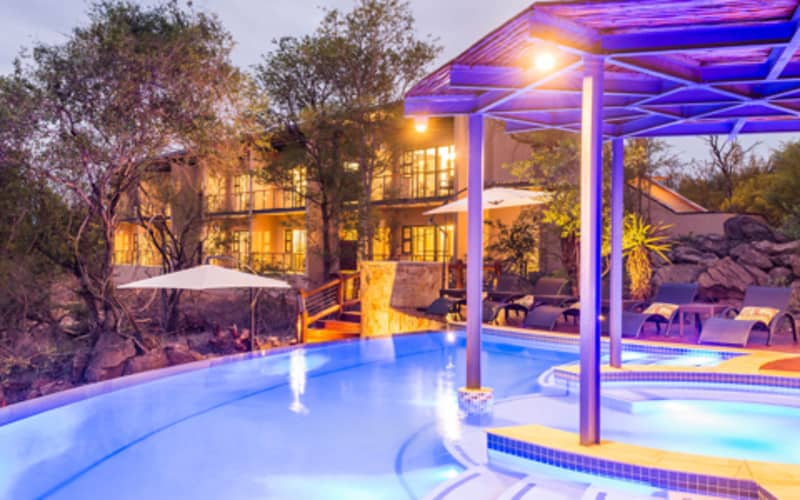 FLOOK SPECIAL - Makalali Private Game Lodge: Luxury Stay for 2 + All Meals & 2 Game Drives!