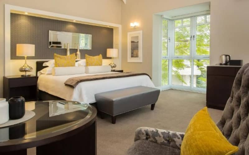 FANCOURT HOTEL: Stay 4 Nights, Pay for 3! including Daily Breakfast!