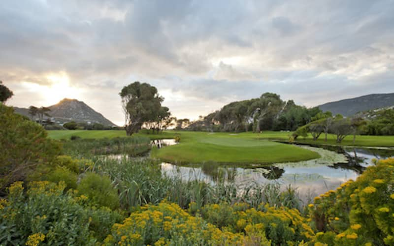 Clovelly Country Club: 2 Ball for only R649!