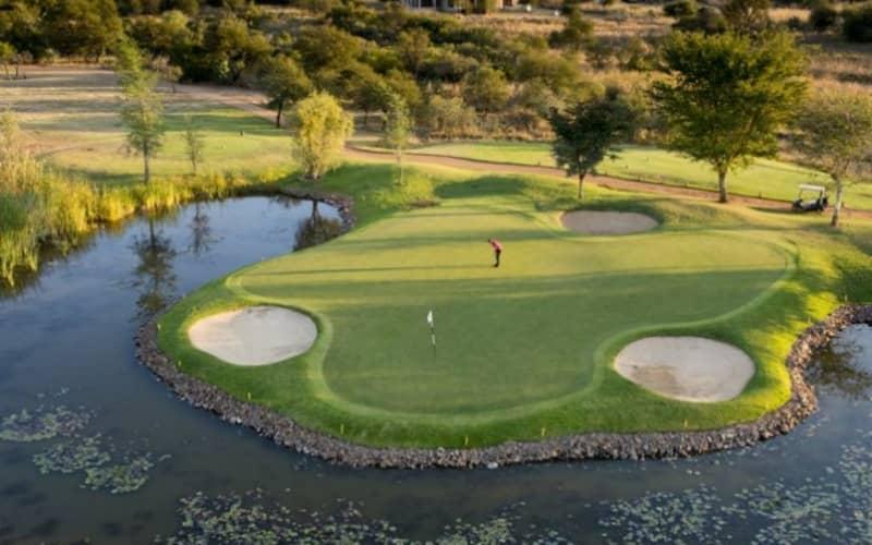 STAY -SAFARI-PLAY- 2 Nights Stay for 2 at SAFARI PLAINS + 1 Round at Zebula Golf Club & Meals + Safaris!