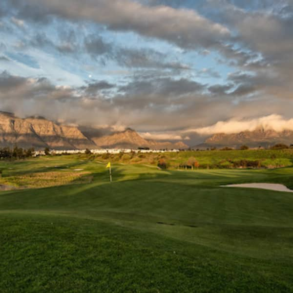 De Zalze Golf Club Special: 4 Ball - for only R1 999!