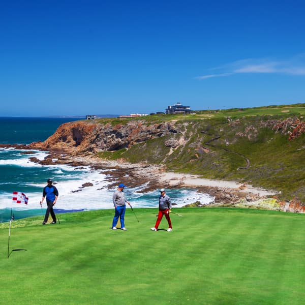 PINNACLE POINT GOLF CLUB: 4 Ball Deal + Carts for just R3 999