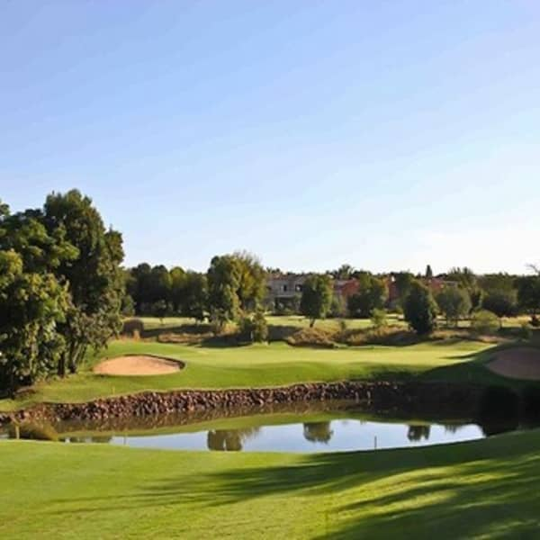WOODHILL COUNTRY CLUB: 2-ball Deal + CARTS from just R879!