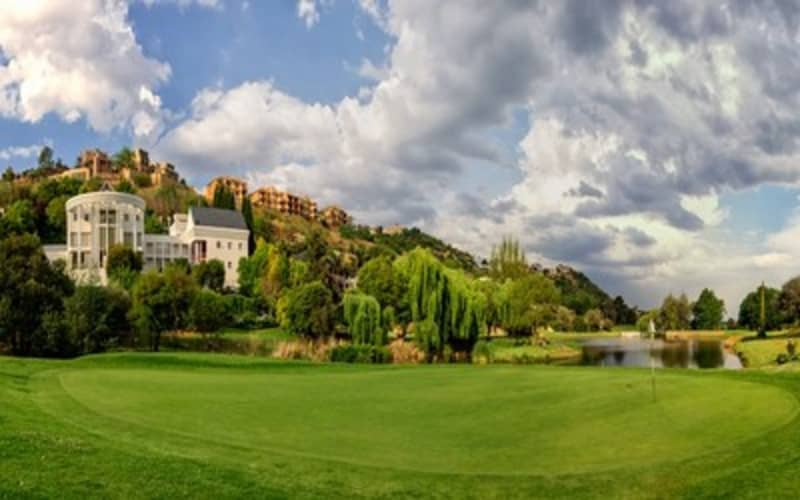 GLENVISTA COUNTRY CLUB: 2-ball at the picturesque course - only R319!