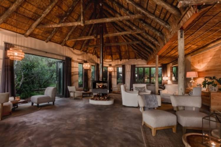 Amakahla BUKELA Game Lodge - 1 Night Luxury Stay for 2 + All Meals & 2 Game Drives - R5 695!