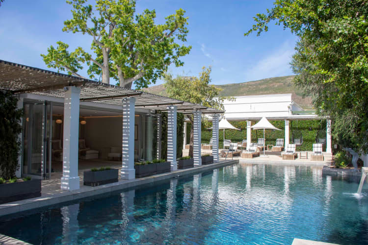 1 Night Stay for 2 + Breakfast at the LUXURIOUS Steenberg Hotel & Spa!