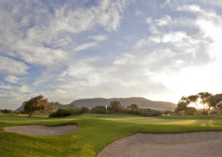 Clovelly Country Club: 4 Ball + 2 Carts Shared- only R1 999!
