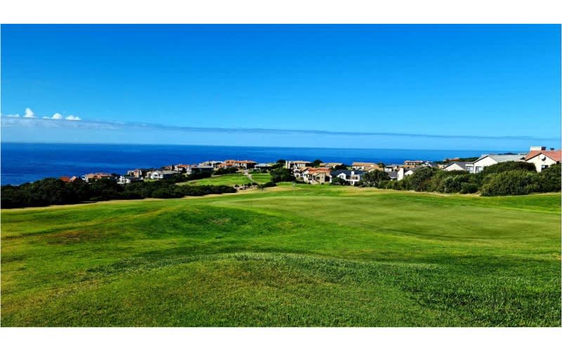 MOSSEL BAY GOLF CLUB: 4-BALL incl Carts + Halfway + 3 Callaway Super Soft Golf balls each + Callaway Glove & 2 Pizzas + 4 Beers after the round for only R2 999!