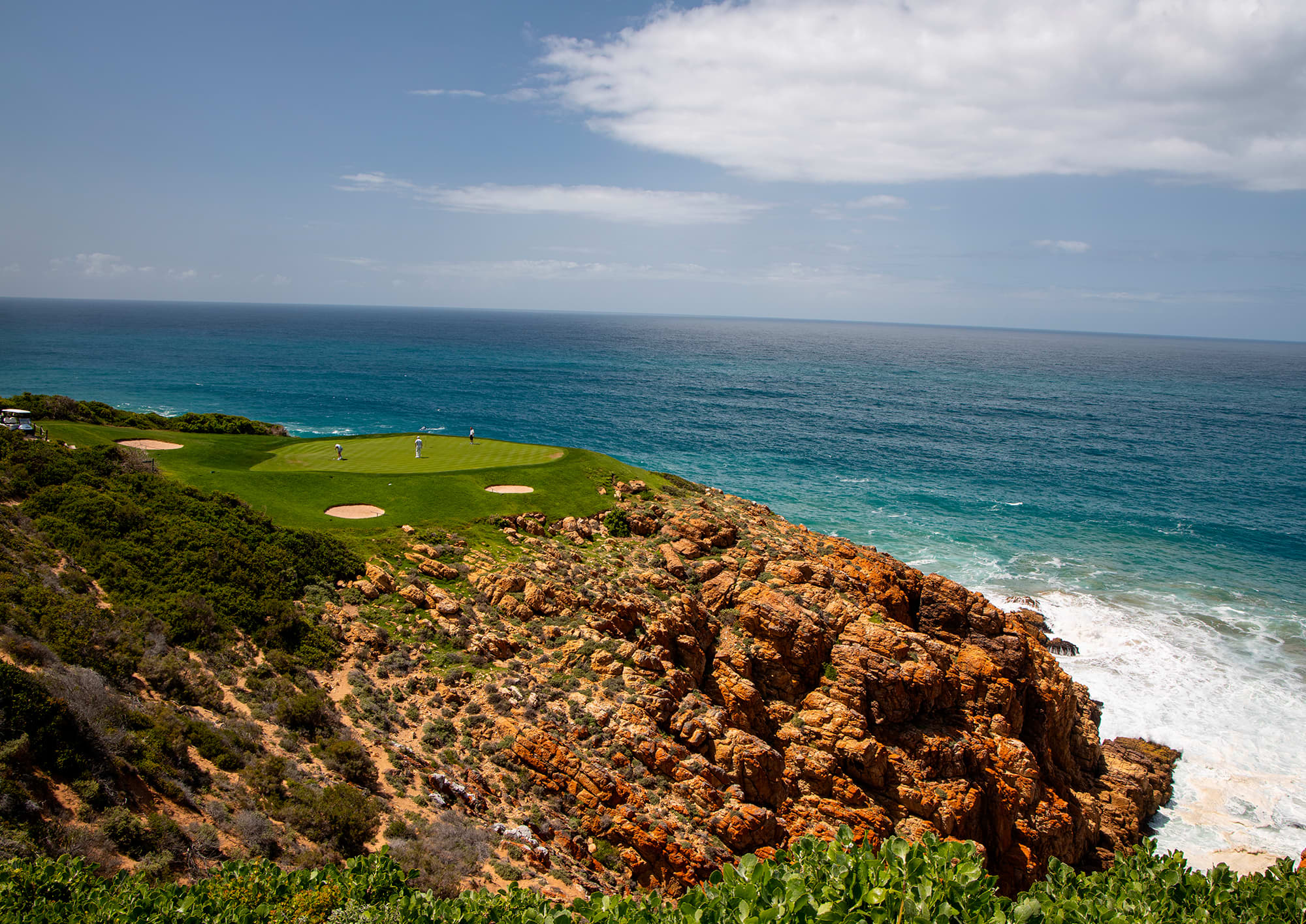 PINNACLE POINT GOLF CLUB: 2 Ball + Carts + Welcome Gift + Drink & Meal - just R799pp