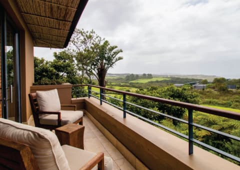 PEZULA HOTEL & SPA: 2 Nights Stay for 2 People in a Luxury Suite + 1 Round of Golf pp & Breakfast!