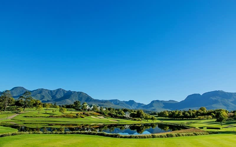FANCOURT: 2 Person Golf Tour Special - 2 Night Stay for 2 Golfers + 4 ROUNDS of Golf & Breakfasts!
