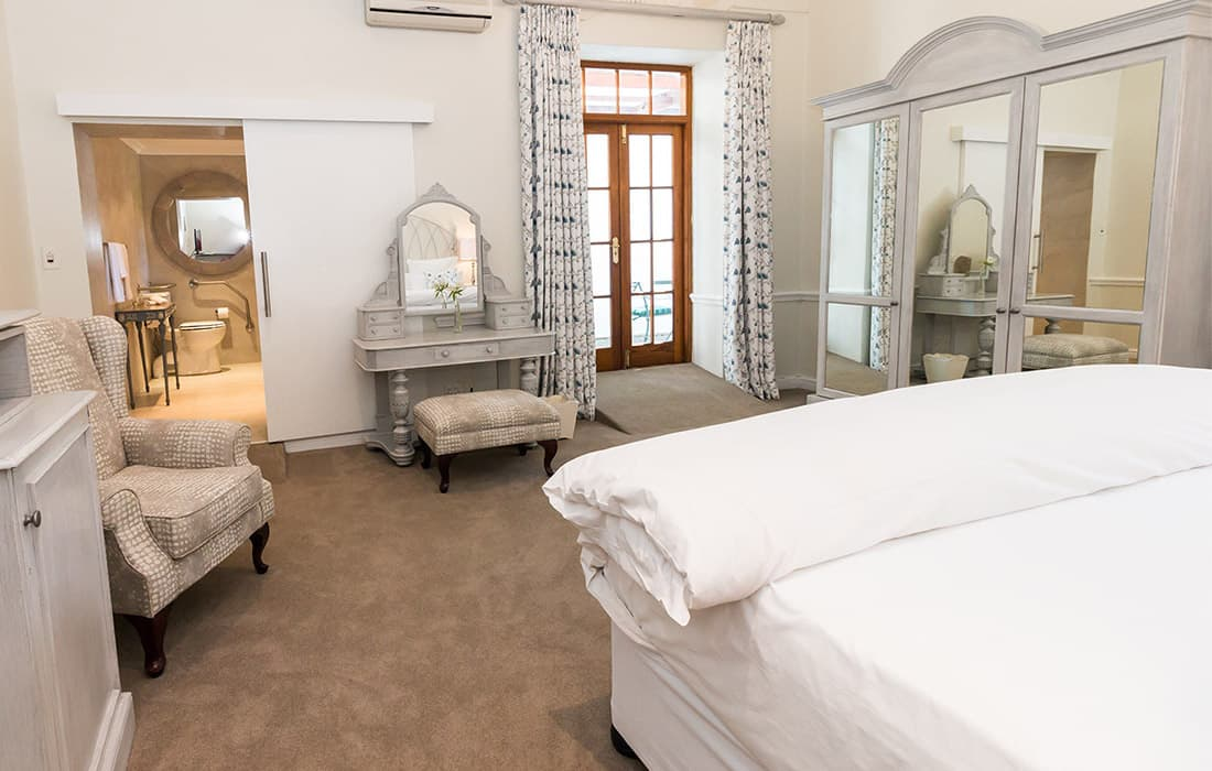 THE CELLARS-HOHENORT HOTEL: 1 Night Stay for 2 including Breakfasts!