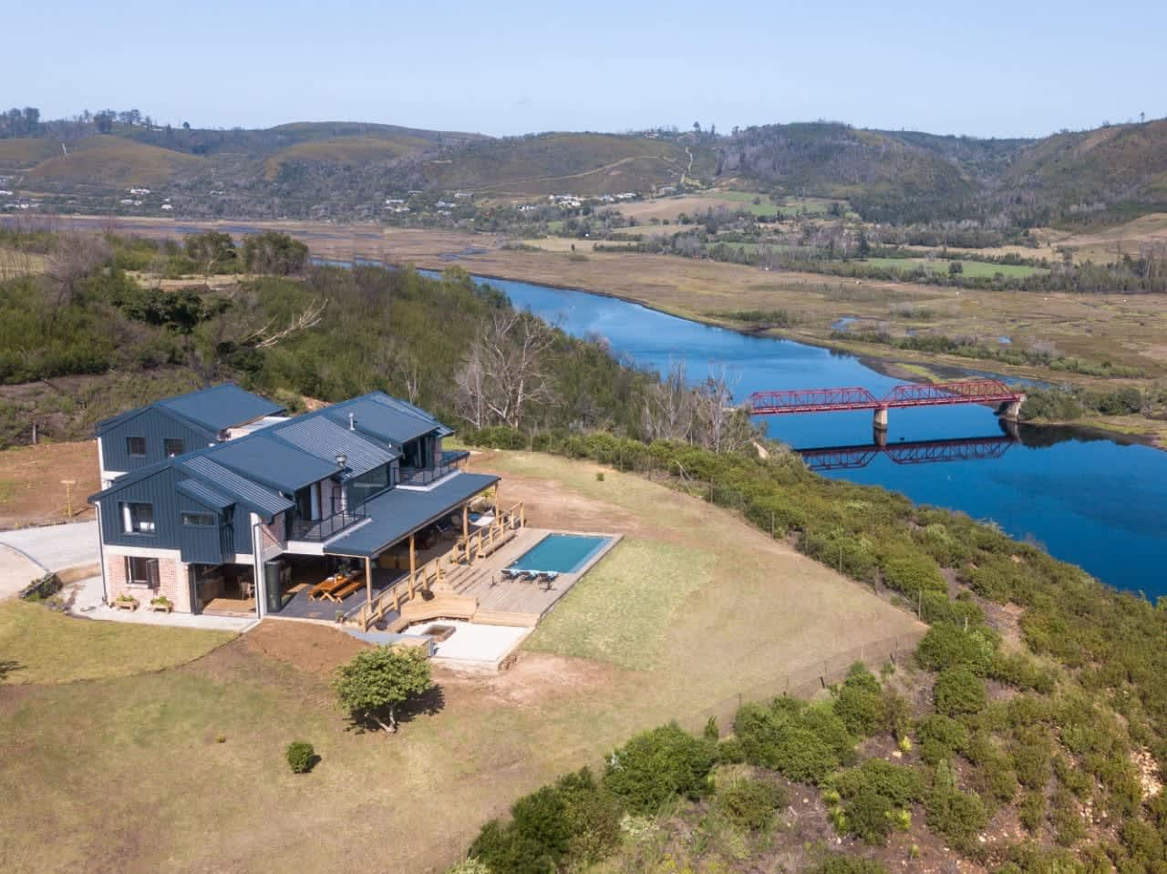 THE ULTIMATE GOLF TOUR HOUSE: 1 Night stay for up to 12 people at the LUXURY Cloud 9 Estate - Less than R375pp!