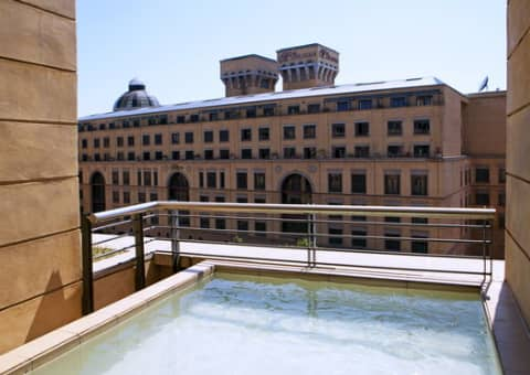 Raphael Penthouse Suites, Sandton: 1 Night Special + Breakfast from R2 100 !