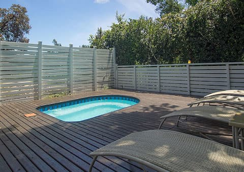 KNYSNA, Oaklands on the Knoll: 1 Night Self-Catering Stay for up to 4 people - only R779!