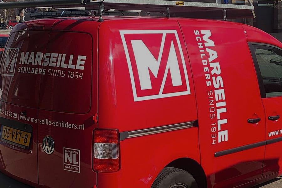 Autobelettering voor schildersbedrijf Marseille op een vw caddy