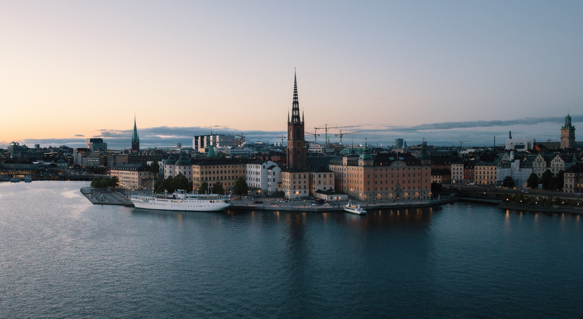 Stockholm meetup: embracingHR tech for success - jon-flobrant-jxfe3orC4G8-unsplash-e1571310132811.jpg
