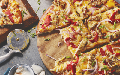 Chicken Salsa con Queso Pretzel Pizza recipe