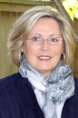 Theresa Syms, momondays