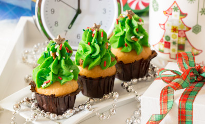 overeating, indulge, holiday party, treats, sugar, snacks, Christmas, Santa Belly