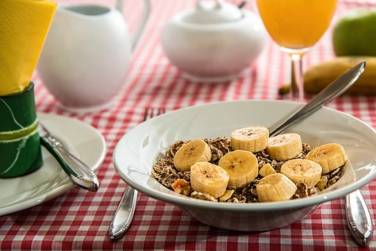 cereal bananas fruit vegetables meals difficult seniors planning