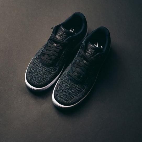 High running shoes a blue