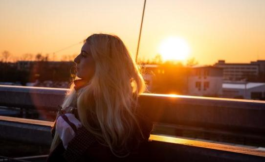 Sunshine & Split Ends: How to Naturally Protect Your Tresses Against Sun Damage