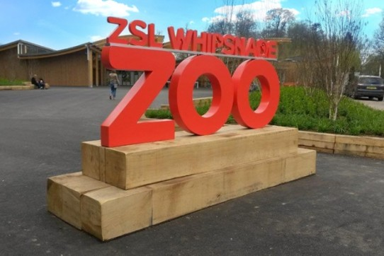 whipsnade zoo bespoke signs