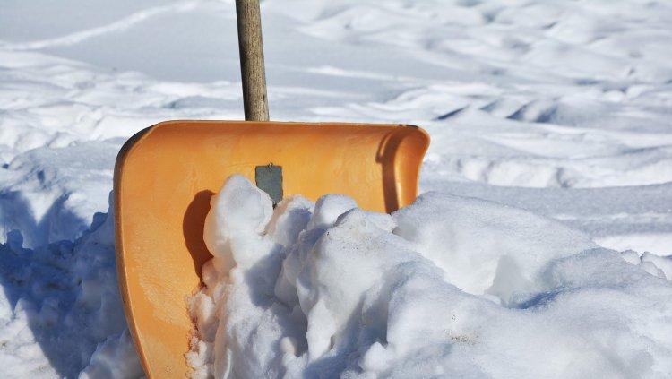 ergonomic shovel snow mainway physiotherapy burlington ontario canada